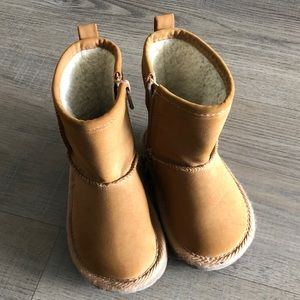 Baby gap suede boots
